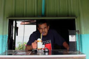 Cuaca Panas, Jerebu Beri Rezeki Kepada Peniaga 'Coconut Shake'