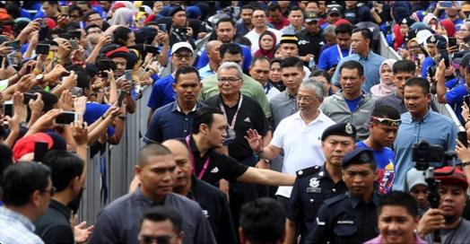 Agong Berangkat Ke Karnival Usahawan Koperasi MED